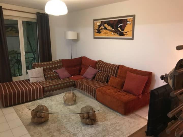 Centre de Nimes 2 belles et grandes chambres 72m2