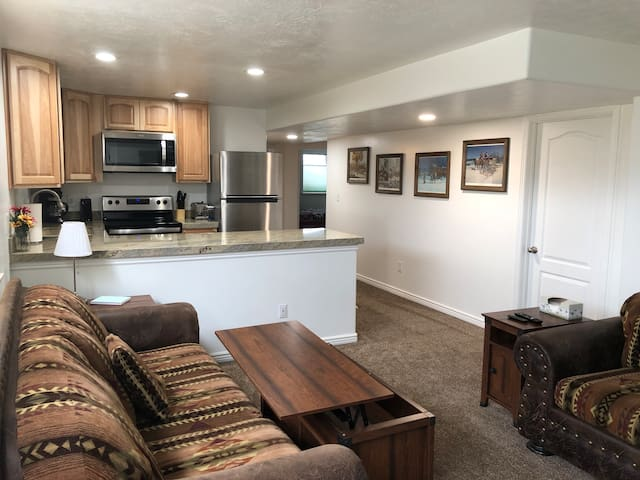 Cozy 2 bedroom in the heart of Layton