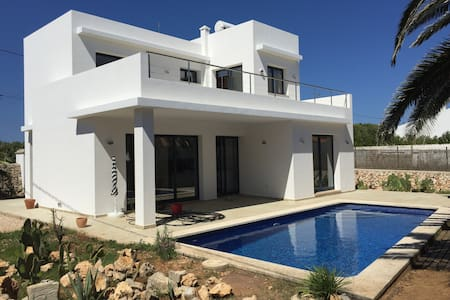3BR Villa with Pool, Fast Internet, and ModCons - Trebelúger