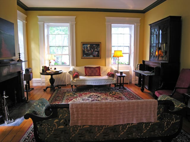 Franklin Delano Room at Delano Homestead B&B - Fairhaven - Bed & Breakfast