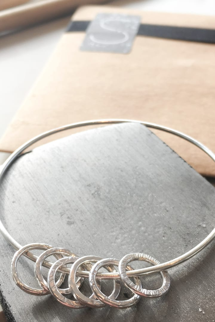 You will learn how to make a bangle.