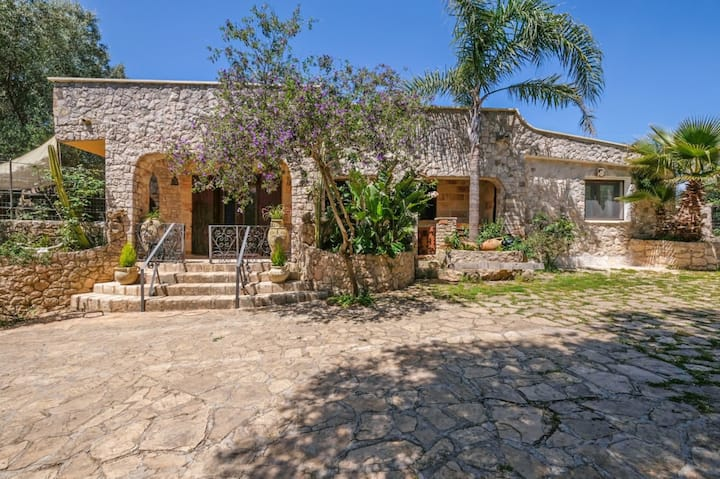 "Beautiful Villa ""Atjas"" in Tricase Porto with Sea View, Pool, Wi-Fi, A/C, Terrace & Garden; Parking Available, Pets Allowed"