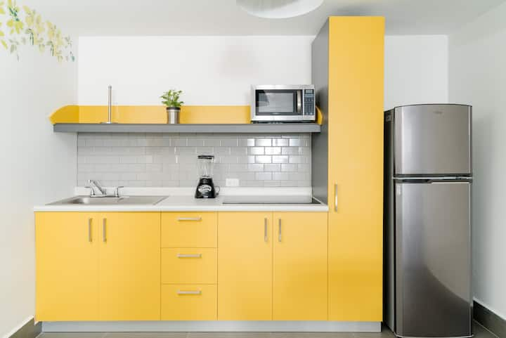Brand New Apartment/King size bed/YELLOW HOME