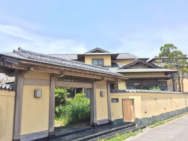 千葉の一宮海岸徒歩10分、1棟貸切大型ゲストハウス「一宮庵」25名宿泊可能、海水浴・サーフィンに最適