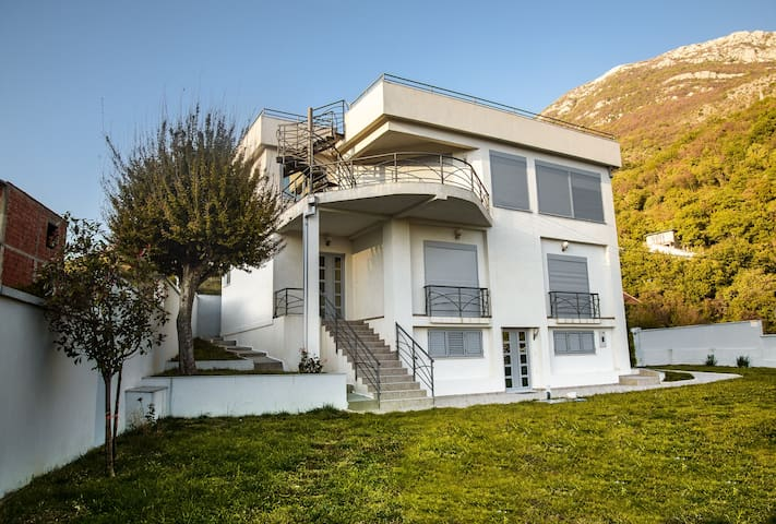 House for 10 people with big terrace - ME - Hus
