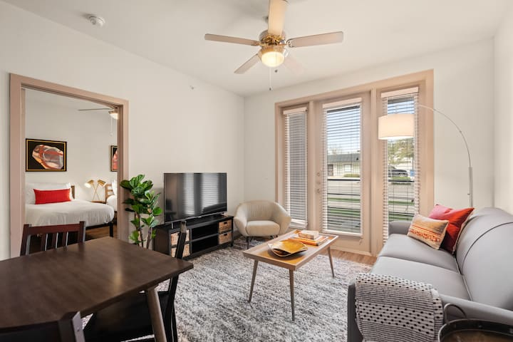Kasa | Dallas | Epic 2BD/2BA Medical District Apartment