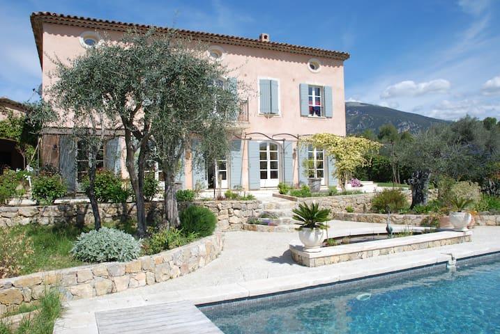 Logement indépendant dans  villa de charme, Grasse