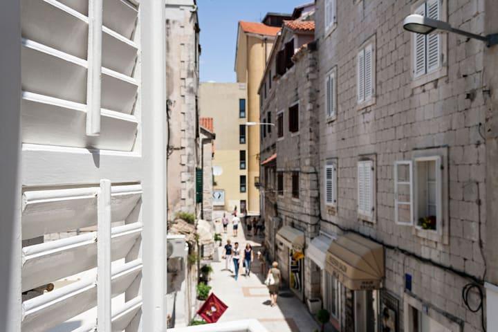 Studio Veronica in center of Split!