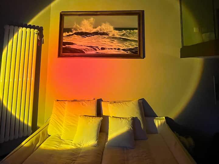 青岛火车站_栈桥附近_loft私享空间&意大利网红日落灯 绝对海景 近在咫尺 聆听大海
