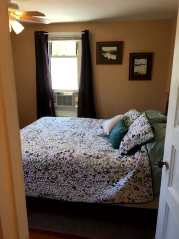 Master bedroom has a queen bed and A/C.
