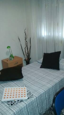 Habitación individual y tranquila con cama de 90cm - Mislata