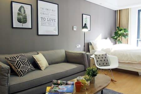 Cozy clean Apt.Super Location【Grey】 - Wohnung
