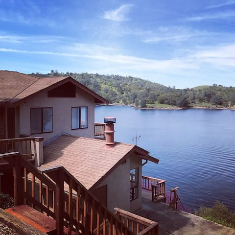 Beautiful Remodeled Waterfront Lake Tulloch Home