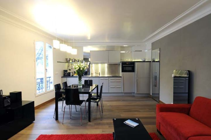 Montmartre appartment with extraordinary view