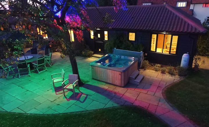 Suffolk getaway with hot tub, solo/group friendly