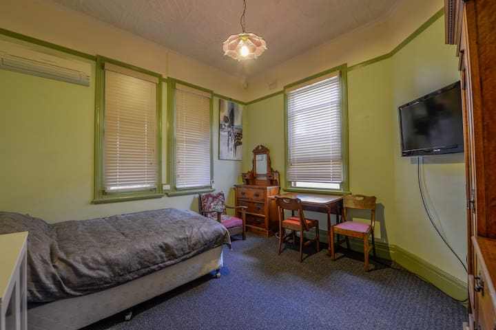 CBD Accommodation  2 - Tamworth