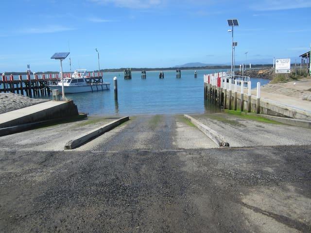 All-tides, triple boat ramp. Whoo-hoo!