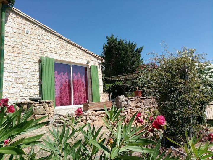 Jolie maisonnette climatisée T1 avec jardin