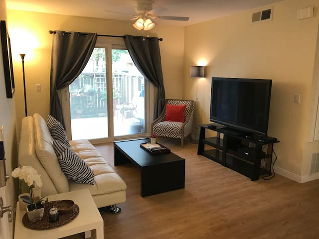 Charming + Modern 2BR Condo in Ontario, California