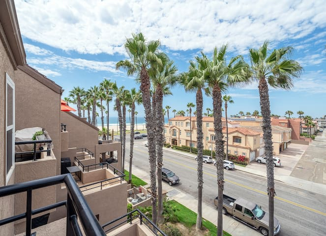 Ocean view Penthouse condo in Huntington Beach