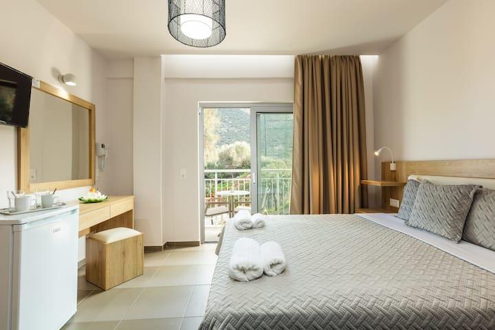 Gorgona Hotel  - Quadruple with Side Sea View