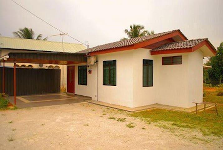 Homestay Nekwan (Butterworth, Penang, Malaysia) - Butterworth - Bungalou