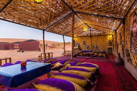 Ali & Sara's Desert Palace - Tienda de campaña