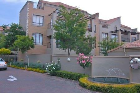 Centrally located loft apartment - Sandton