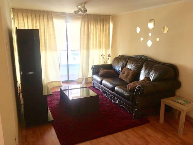 Living con sofá de 240cm (duerme una persona cómodamente)