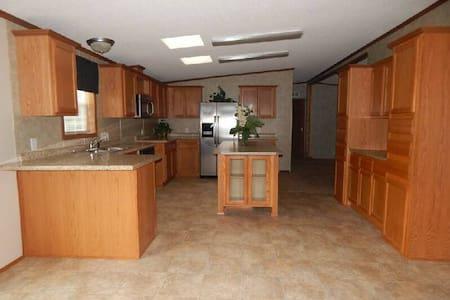 Clean comfortable private suite near downtown STL - East Saint Louis