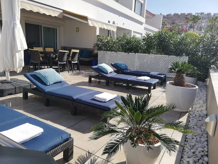 Sunny Terrace Apartment - Island Village