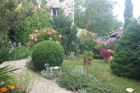 Charme et authenticité pour ce gîte - Tourzel-Ronzières - Talo