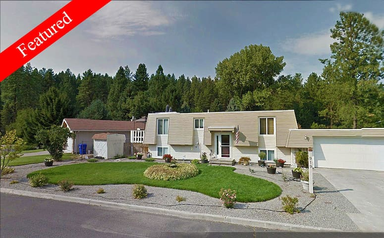 *NEW* PINE RIVER HOUSE + SPA + HOME-THEATER +4K TV - Spokane - Feriehjem