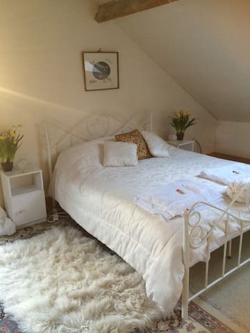 A king size double bed