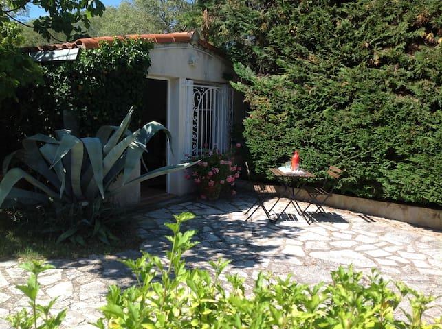 Studio indépendant sur jardin avec piscine - モンペリエ - 別荘