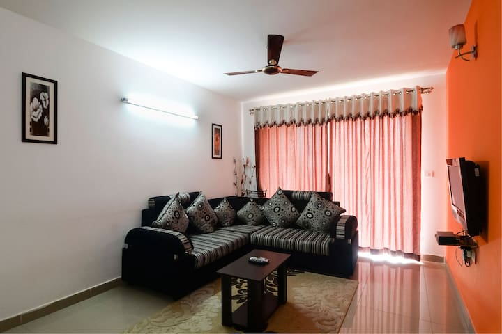 3 Bedroom Service Apartment + Free Wifi and B/F
