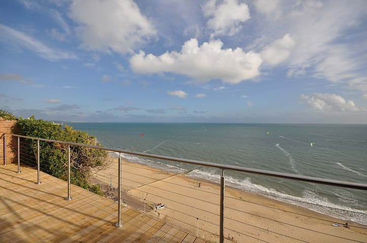 29A Sandbourne: 3 Bedroom, Panoramic Sea Views and Private Garden