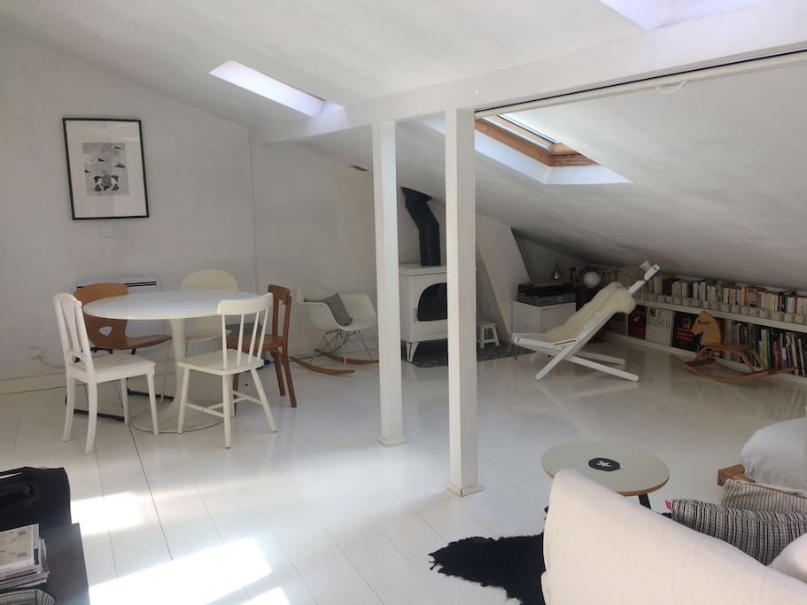 Near montmartre duplex loft 3 bedrooms 2bathrooms for Minimalistische wohnungen