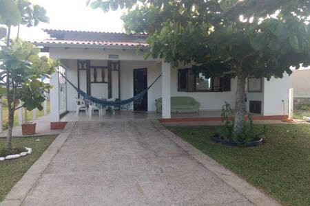 Casa de Veraneio à 200m da Praia