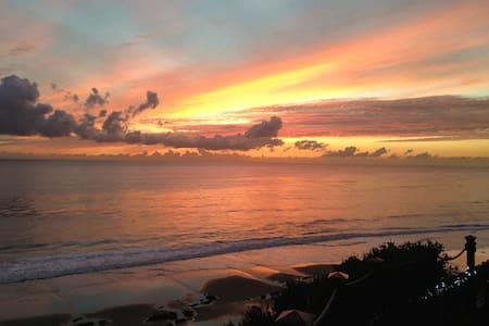 OceanFront Luxury Studio - Beach Access, Pool, Spa - サンタバーバラ - ゲストハウス