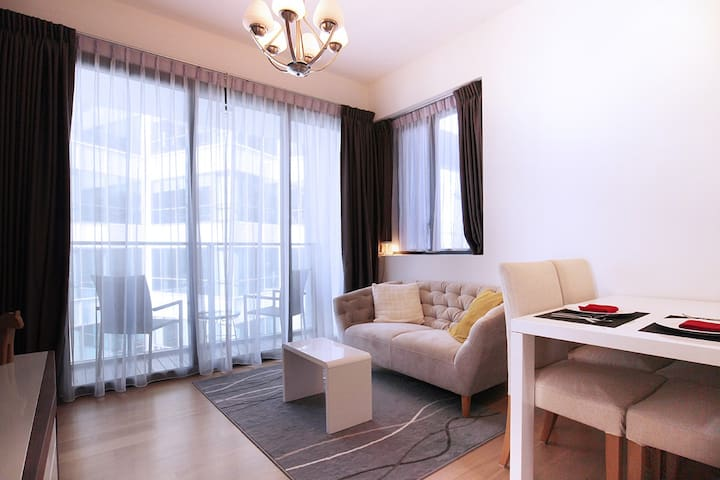 Cosy & Bright 2BR apt at CBD, 3min to MRT