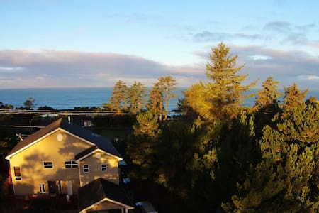 AJ's Bed & Breakfast 2 - Seal Rock