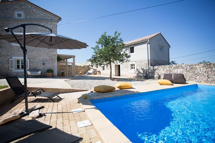 Three Bedroom House, in the countryside in Svetvincenat, Outdoor pool