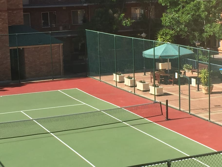 Commmunal Tennis Court - Free!