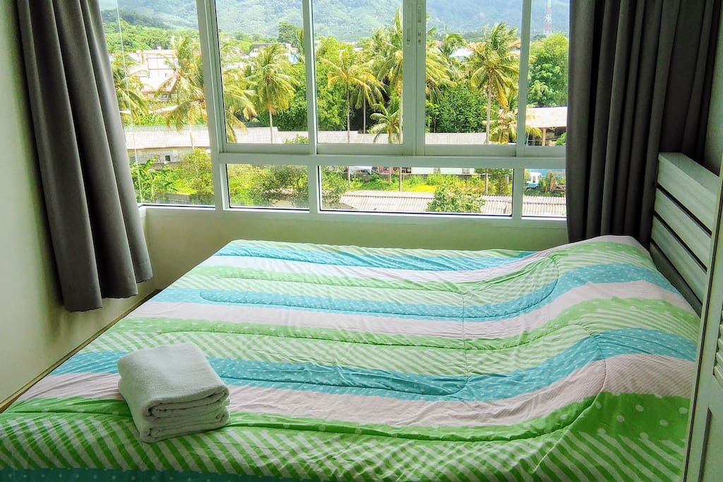 King bed with great view