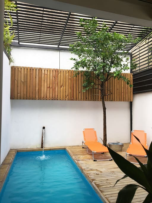 Private pool. Non visible for the neighbours.