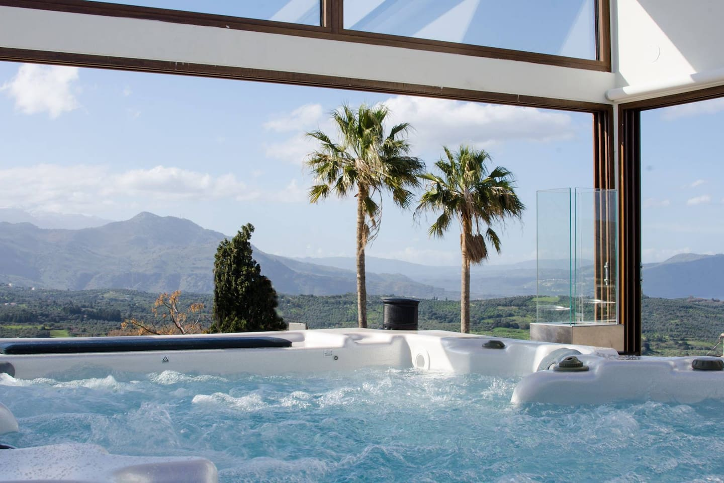 100 m2 roof terrace with jacuzzi.