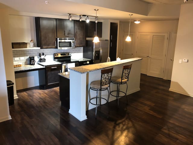 Midtown's Finest! Minutes to Broadway! 2 BR Condo!
