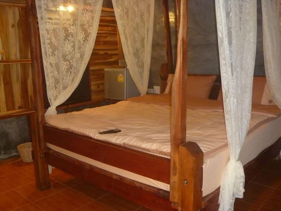 เตียงไม้สัก4เสา แข็งแกร่งทนทาน