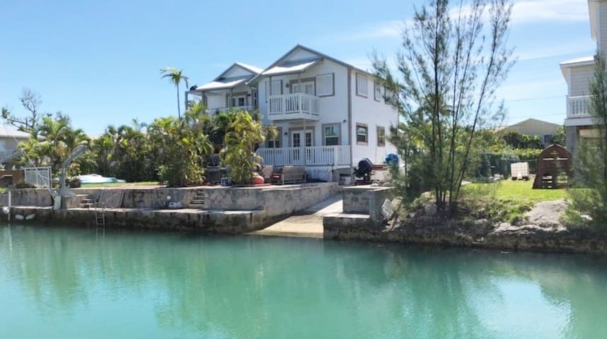 Waterfront w/Dock and ramp 2bed/2bath Key West